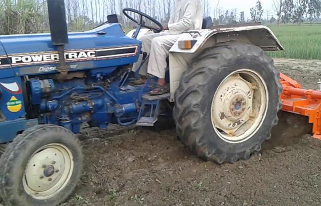 Powertrac 435 Plus Tractor Features