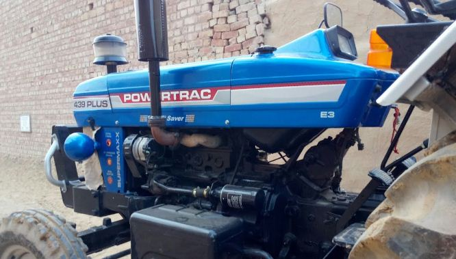 Powertrac 439 Plus Tractor Features